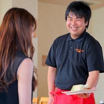 """""""笑顔いっぱいでおもてなし♪""""食を通してお客様も「笑顔」になる、そんなお料理を真心込めてお作りします"""