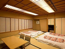 和室(4名利用時)最大6名まで宿泊できます
