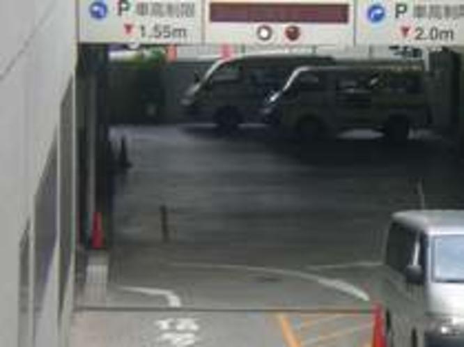 地下駐車場(月〜木は1000円 金〜日または祝日はなんと無料で駐車可能)