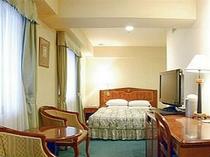 ■客室:ダブルルーム・ベッド幅は160cmとキングサイズ
