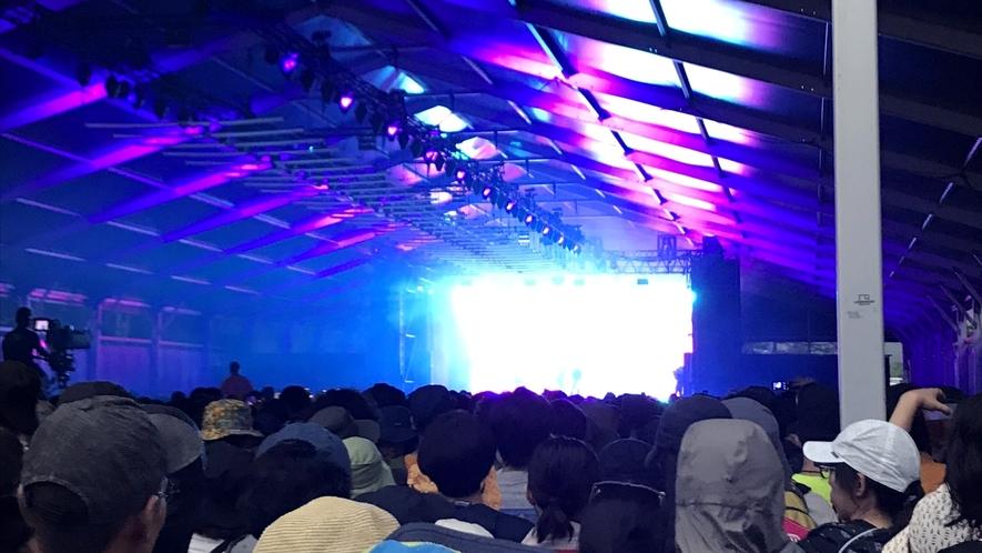 「FUJI ROCK FESTIVAL」は当館を起点にお楽しみください♪