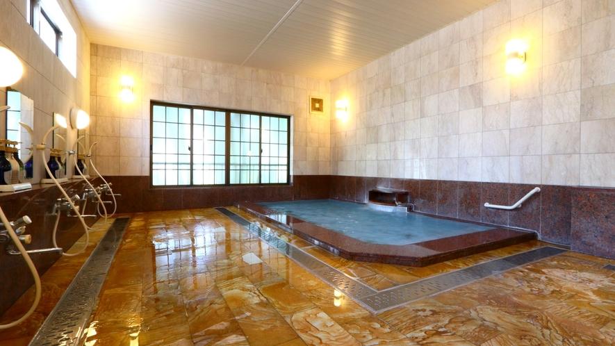 越後湯沢温泉名湯のひとつ「浦子の湯」 広々とした石造りの大浴場