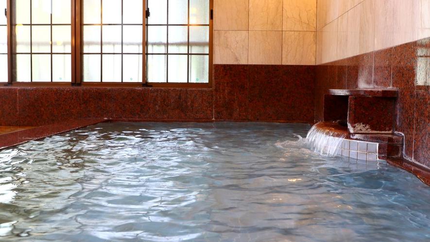 「浦子の湯」 広々とした石造りの大浴場