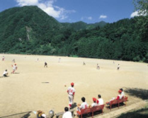 プランスポーツプラン(山と川に囲まれた専用施設でテニス 野球 サッカー グランドゴルフができます。)