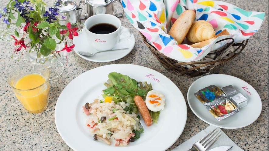 *朝食一例_3種のメニューを日替わりで。※料理は季節毎に内容が変わります。