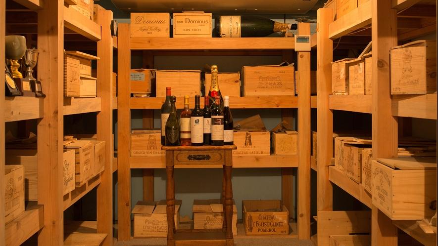 *館内一例_タワー館には有名レストランにも負けないワインセラーがございます。