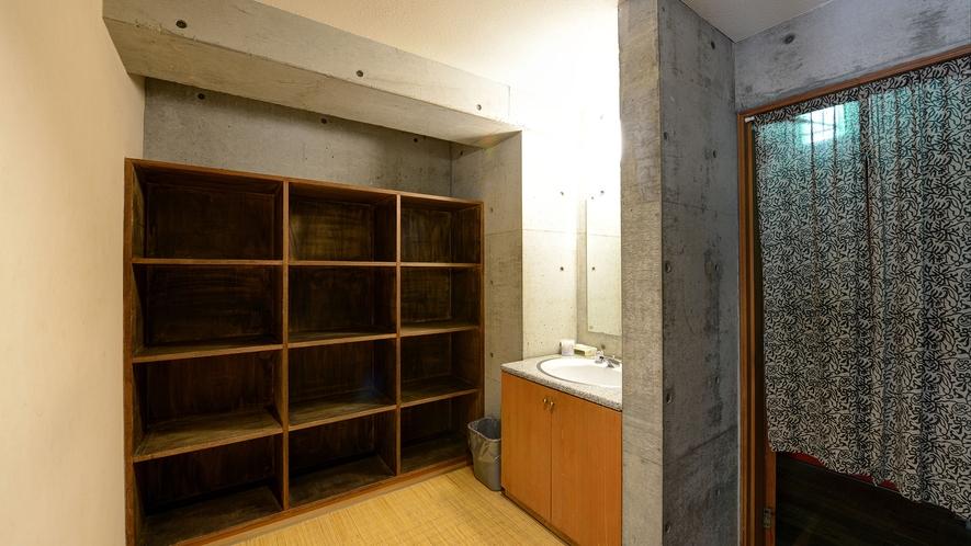 *タワー館浴場(脱衣所)_露天風呂・水風呂・サウナも備えてございます