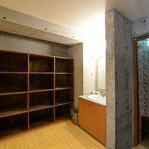 *浴場(脱衣所)一例_浴場はタワー館にございます。