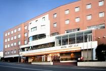 ホテルニューシルク 外観 飯田駅から 徒歩3分 右側のホテルです