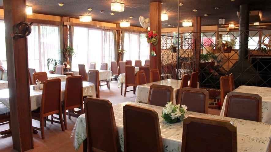落ち着いた雰囲気の館内レストラン