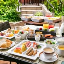 充実の和洋ビュッフェ朝食を、中庭に面するB1F「DONODONO」にて♪