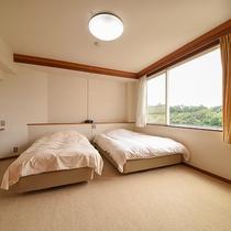 【客室一例】ベッド派の方は2階の洋室をご利用ください♪