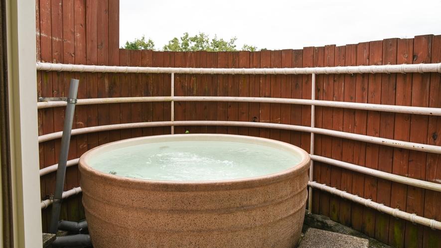*【露天風呂】全部屋に陶器信楽焼きの露天風呂を完備しています。