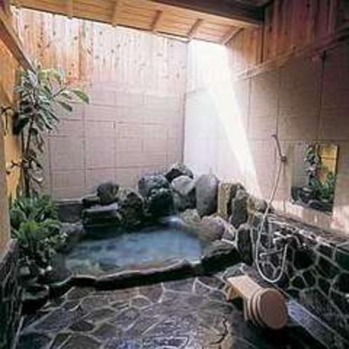 特別室の露天風呂。専用だから好きな時に...