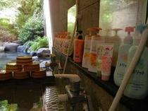 女性用のお風呂。ボディソープ、シャンプ-も充実!