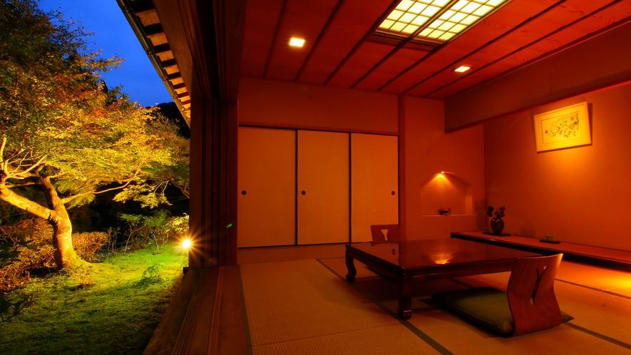 特別室【鮎の間-ayu-】京風数寄屋造り客室。庭園を一望!趣ある空間でお寛ぎ下さい。