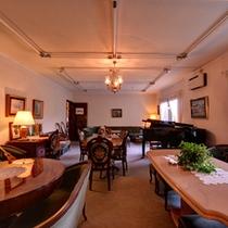 *ロビー/クラシカルな家具でコーディネートされたロビーラウンジ。寛ぎのひと時をお過ごし下さい。