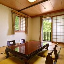 *和室13.5畳(客室一例)/和の趣を大切にしたお部屋。足を伸ばしてゆったりとお寛ぎ下さい。