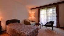 *スーペリアツイン(客室一例)/ベッドはこだわりのシモンズ社製。安眠の夜をお過ごし下さい。