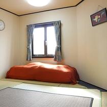 *【お部屋】足をのばしてくつろげる和室になります。