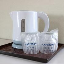 *【お部屋】湯沸しポットを備え付けています。