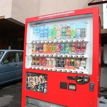 *【その他】自動販売機☆入り口付近にあります。