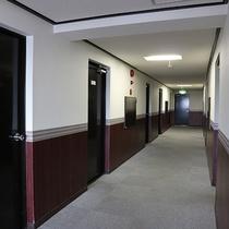 *【館内】お部屋まで、清潔感のある廊下です。