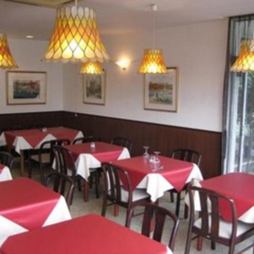 【レストラン】周りには、絵画も飾っております