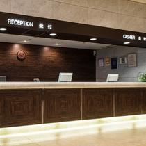 1階フロントカウンター