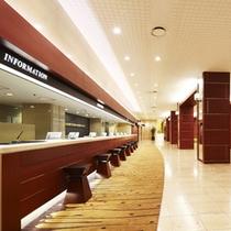 1階 フロントカウンター