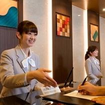 フロント 笑顔でお客様をお迎え致します。