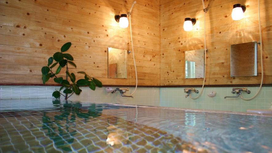 *お風呂/大きい方のお風呂はご家族・グループでゆったりお入りいただけます。