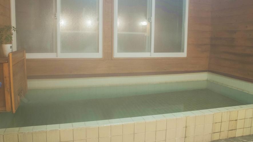 *お風呂/天然温泉でお肌ツルツルに!空いているときに貸切でお入りいただけます。