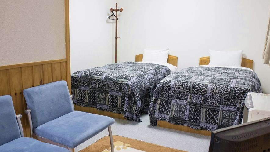 *4ベッドルーム/洋室を2間つないだお部屋。シングルベッド4台です。