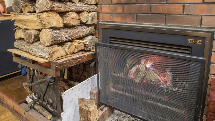 *ダイニング/暖炉の火が暖かく、ゆっくりとお寛ぎいただけます。