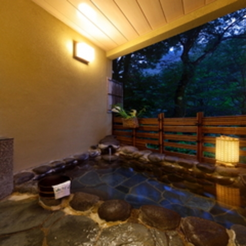 露天風呂の夜景