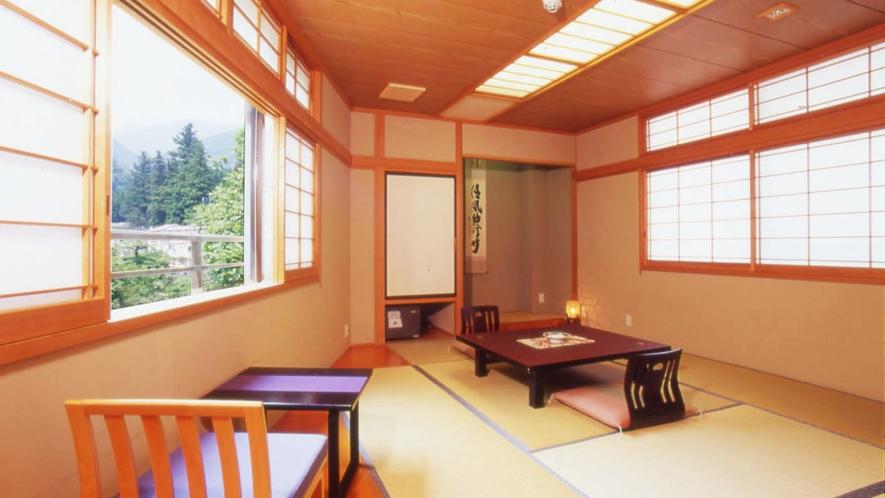 ・和室10畳渓谷側 (2)