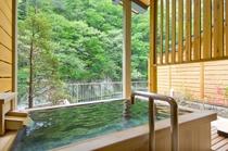 2016年リニューアルのお部屋「風かおり」の露天風呂■ひのき+みかげ石造り■