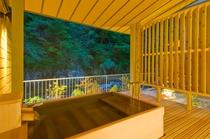 2016年リニューアルのお部屋「山そまり」の露天風呂■ ひのき造り■