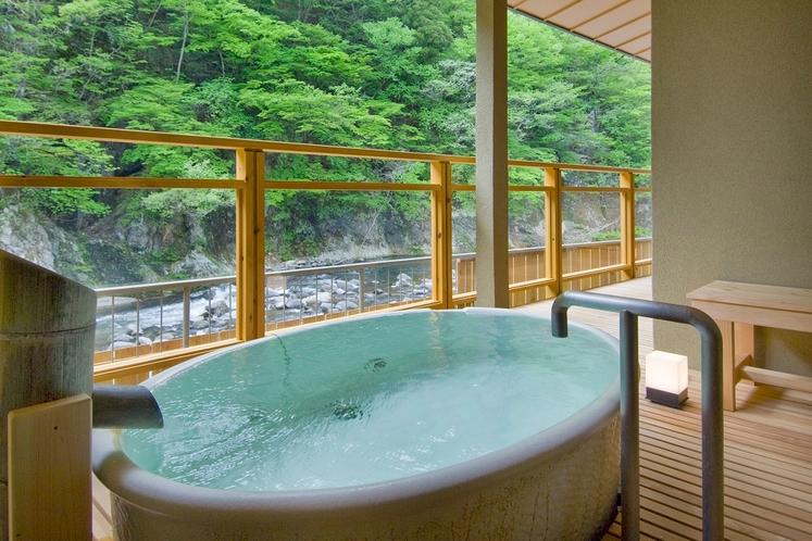 2016年リニューアルのお部屋「水きよく」の露天風呂■信楽焼造り■