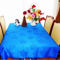 レストランリニューアル2♪床を張替え・椅子を座りごこちの良いものへテーブルクロスとLED照明全品交換