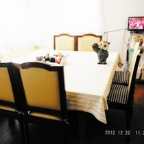 レストランリニューアル♪床を張替え・椅子を座りごこちの良いものへテーブルクロスとLED照明全品交換