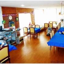 レストランリニューアル1♪床を張替え・椅子を座りごこちの良いものへテーブルクロスとLED照明全品交換