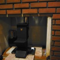 「炉ボ」ビルトインいたしました、合体を替えると薪ストーブ⇒ペレットストーブへ 変化します。