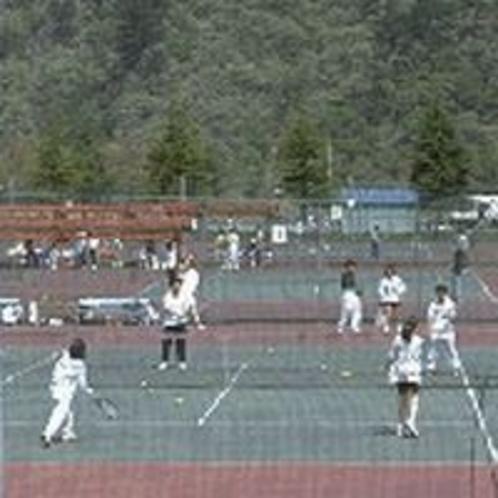 大自然の下、きれいな空気の中で仲間とプレイするテニスは最高です\(~o~)/