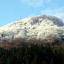 アルミュールから眺めた初冠雪の石打丸山!