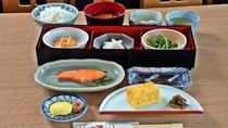 *ご朝食/自家栽培の野菜や湧水で育てた飯山産コシヒカリ