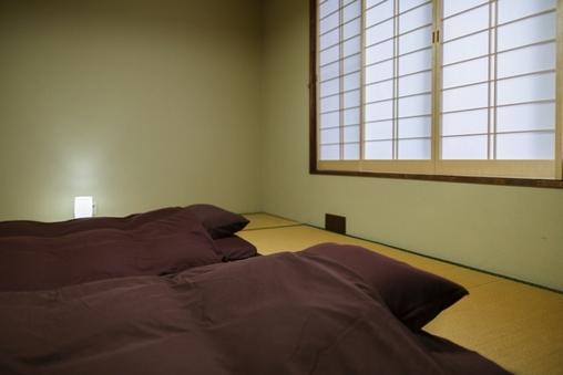 かにの間  【広間7.5畳+寝室10畳・禁煙】