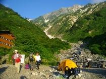 大雪渓へトレッキング