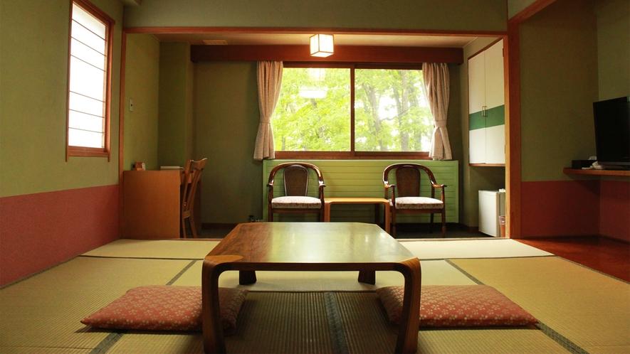*和室一例/窓の外には、白樺林が一望できるお部屋です。